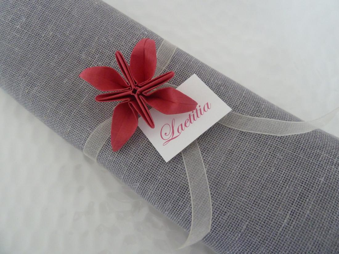 rond de serviette decoration pour noel marques place en origami mariage fleur rouge en papier. Black Bedroom Furniture Sets. Home Design Ideas