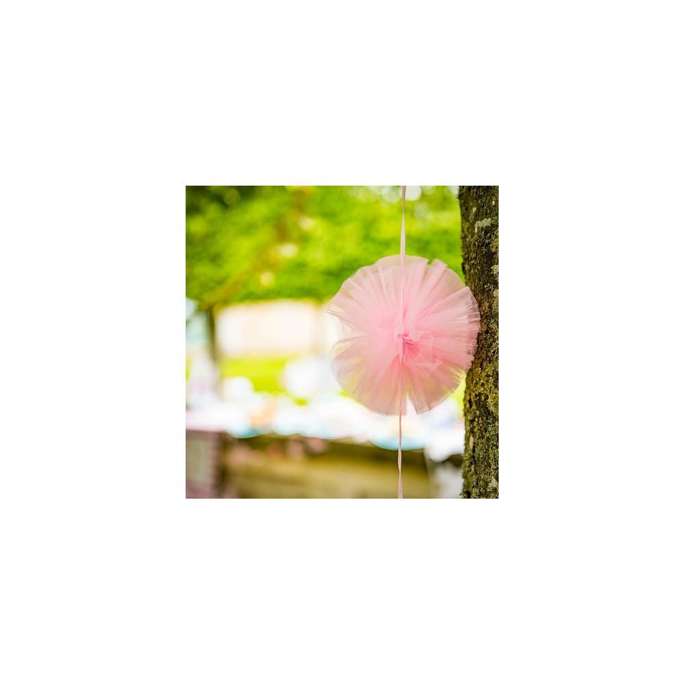 guirlande pompon tulle rose decoration romantique mariage baptême fille