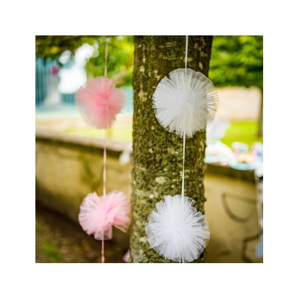 guirlande pompon tulle blanc decoration romantique mariage baptême fille garçon mixte