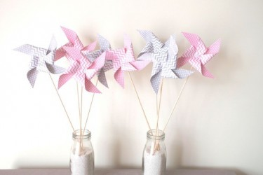 8-pics-moulins-a-vent-a-pois-et-chevron-rose-et-gris-decoration-de-table-de-fete-candy-bar-anniversaire